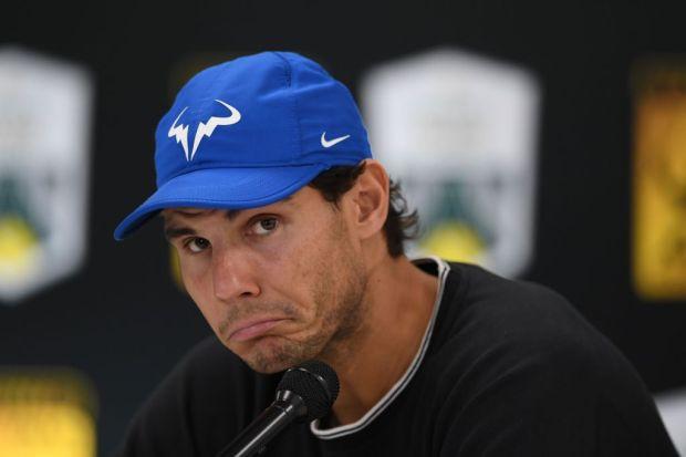 Federer mỉa mai Nadal về một sân đấu đất nện cho ATP Finals - Ảnh 1.