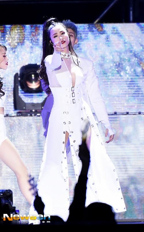 Đông Nhi được báo Hàn khen ngợi hết lời tại Asia Song Festival 2017 - Ảnh 3.