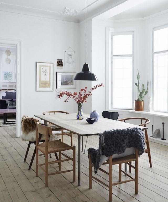 Ngôi nhà của bạn vẫn có thể nổi bật nhờ gam màu nhẹ nhàng, mộc mạc này - Ảnh 1.