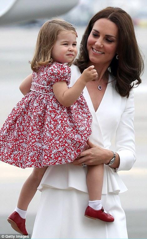 Anh em Hoàng tử bé nước Anh siêu đáng yêu cùng cha mẹ công du Ba Lan - Ảnh 5.
