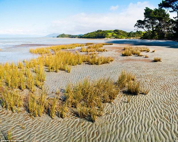 Khám phá những bãi biển nghỉ dưỡng đẹp nhất thế giới - Ảnh 4.