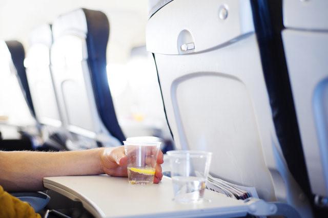Mẹo hay khiến bạn thoải mái trong những chuyến bay dài - Ảnh 2.
