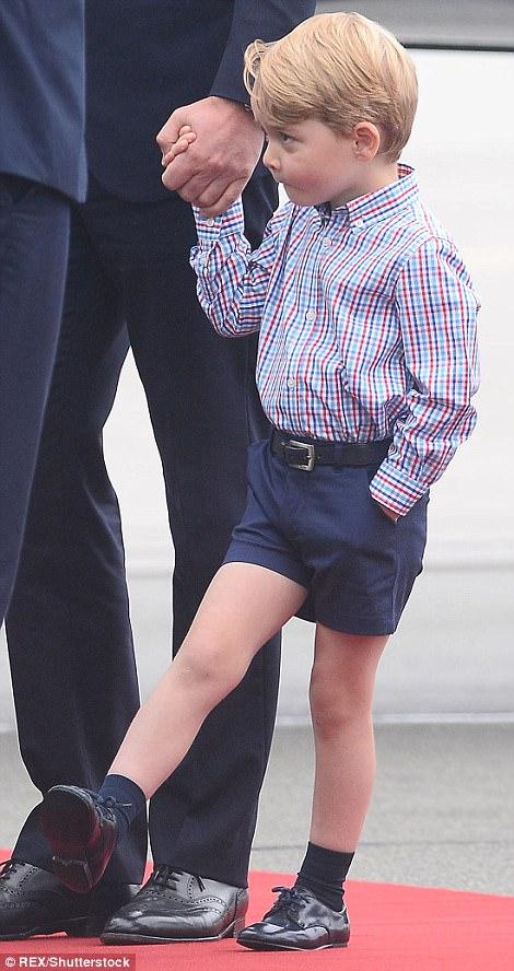 Anh em Hoàng tử bé nước Anh siêu đáng yêu cùng cha mẹ công du Ba Lan - Ảnh 11.