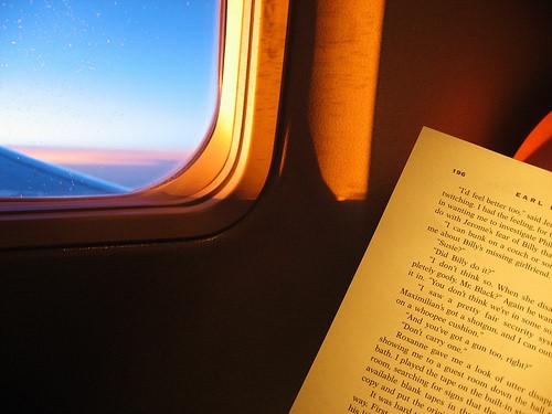 Mẹo hay khiến bạn thoải mái trong những chuyến bay dài - Ảnh 8.
