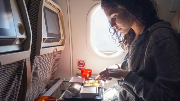 Mẹo hay khiến bạn thoải mái trong những chuyến bay dài - Ảnh 5.