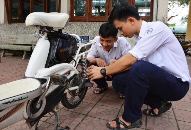 Học sinh THPT chế tạo thiết bị giới hạn tốc độ xe đạp điện - Ảnh 1.