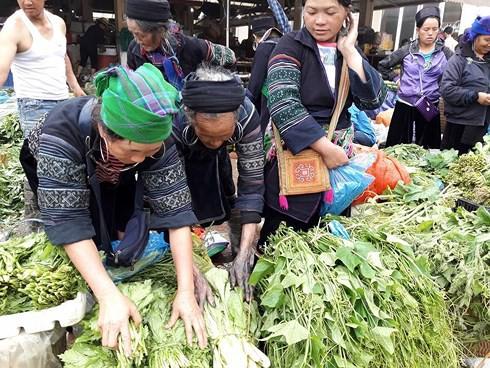 Thong dong dạo bước chợ phiên phố núi Sa Pa - Ảnh 5.
