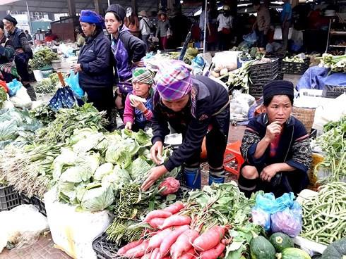 Thong dong dạo bước chợ phiên phố núi Sa Pa - Ảnh 2.