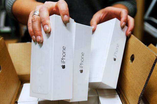 Tin buồn dồn dập đến với những người muốn sở hữu iPhone X - Ảnh 2.