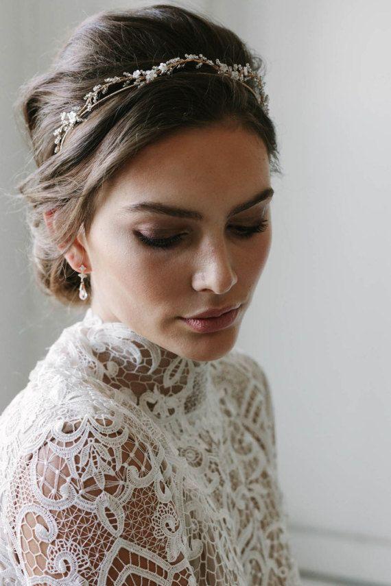 Phụ kiện cài tóc giúp cô dâu thêm tỏa sáng trong ngày cưới - Ảnh 3.