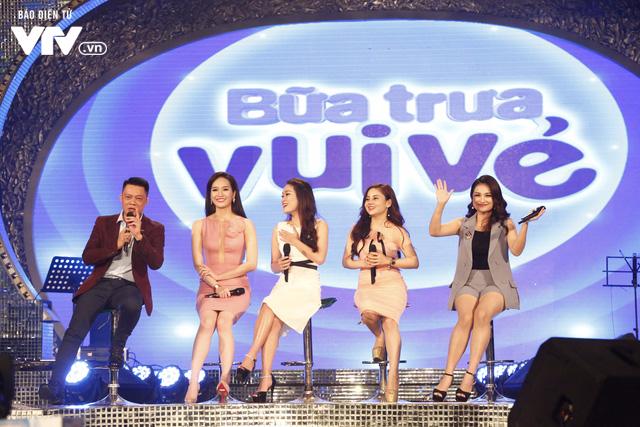 Top 12 thí sinh Chung kết Sao Mai 2017 quẩy tưng bừng tại Bữa trưa vui vẻ - Ảnh 4.