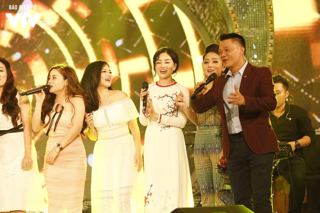 Top 12 thí sinh Chung kết Sao Mai 2017 quẩy tưng bừng tại Bữa trưa vui vẻ - Ảnh 13.