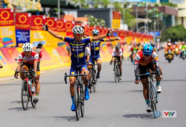 Kết quả chi tiết giải xe đạp quốc tế VTV Cúp Tôn Hoa Sen 2017: Jan Paul Morales thắng chặng 11, Desriac Loic tiếp tục giữ áo vàng - Ảnh 1.