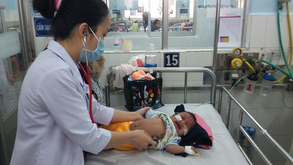 Miền Nam lạnh đột ngột, làm gì để bảo vệ sức khỏe cho trẻ? - Ảnh 2.
