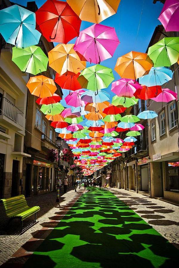Thú vị con đường với những chiếc ô rực rỡ tại Bồ Đào Nha - Ảnh 15.