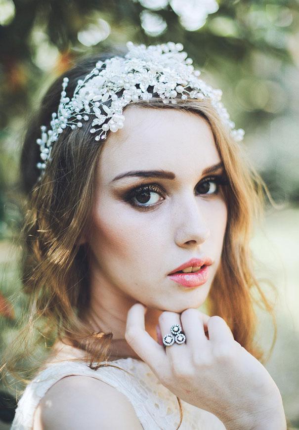 Phụ kiện cài tóc giúp cô dâu thêm tỏa sáng trong ngày cưới - Ảnh 6.