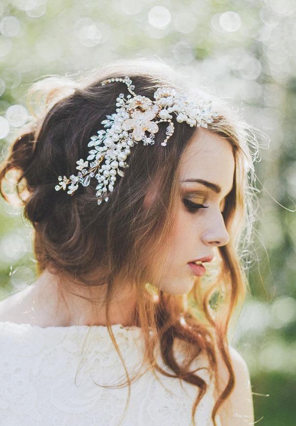 Phụ kiện cài tóc giúp cô dâu thêm tỏa sáng trong ngày cưới - Ảnh 4.