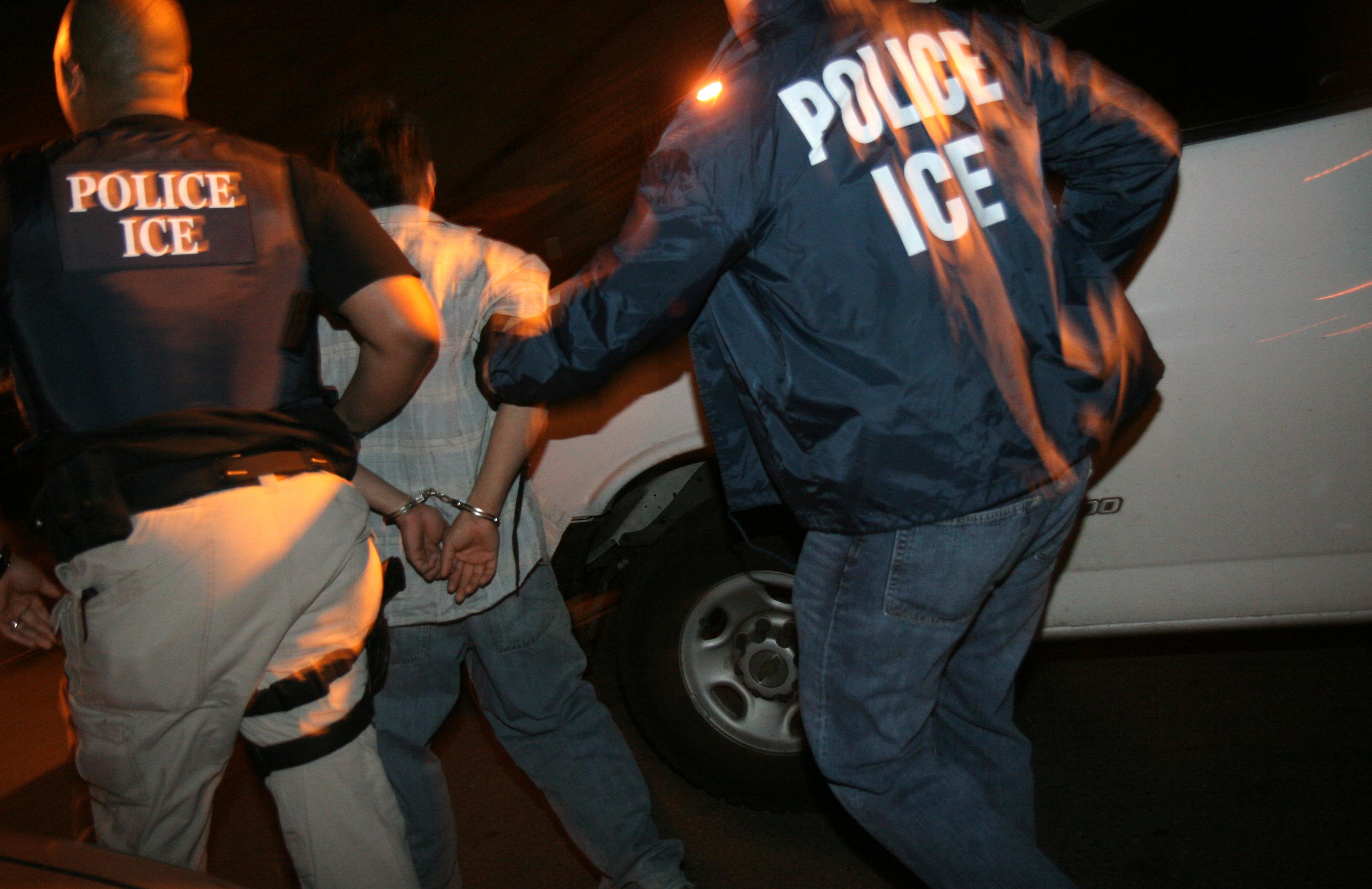 Tìm thấy 60 người trong xe đông lạnh chở rau quả vào Mỹ