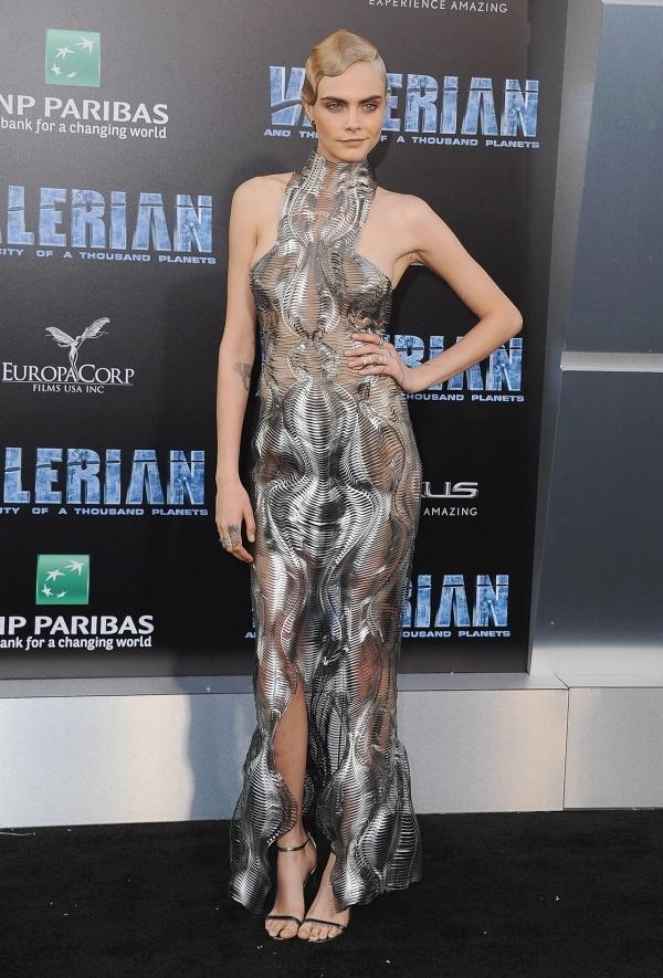 Chân dài Cara Delevingne đẹp nhất tuần với vest cá tính - Ảnh 2.