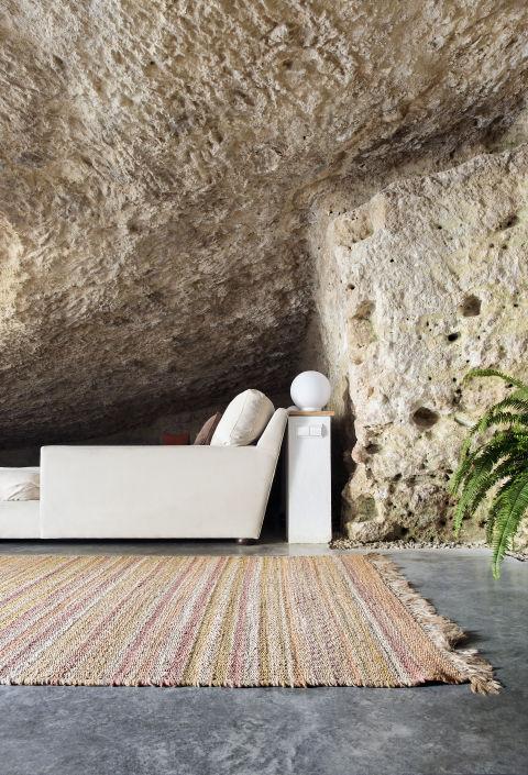 Độc đáo căn nhà hang ở khe núi tại Tây Ban Nha - ảnh 5