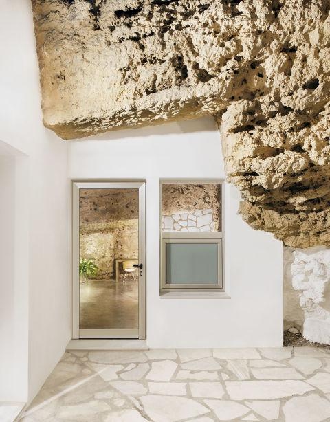Độc đáo căn nhà hang ở khe núi tại Tây Ban Nha - ảnh 3