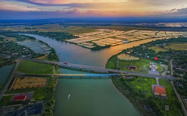 Việt Nam đẹp ngỡ ngàng khi nhìn từ trên cao - Ảnh 5.
