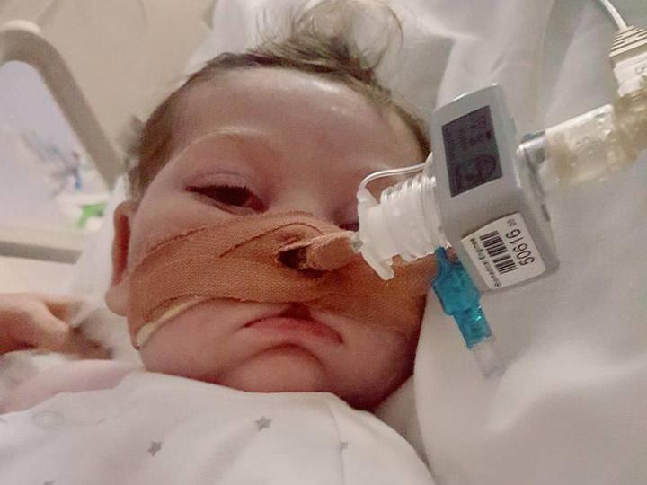 Chấm dứt vụ tranh tụng xung quanh bé Charlie Gard