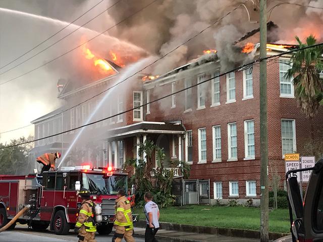 Mỹ: Cháy lớn tại trường tiểu học - ảnh 1
