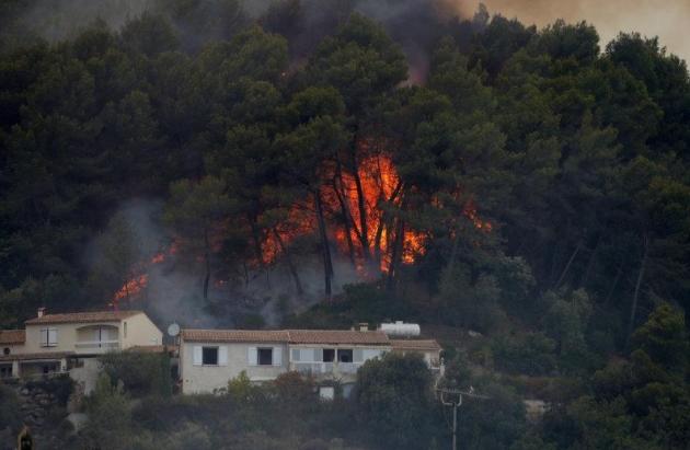 Cháy rừng diện rộng tại miền Nam nước Pháp - Ảnh 1.
