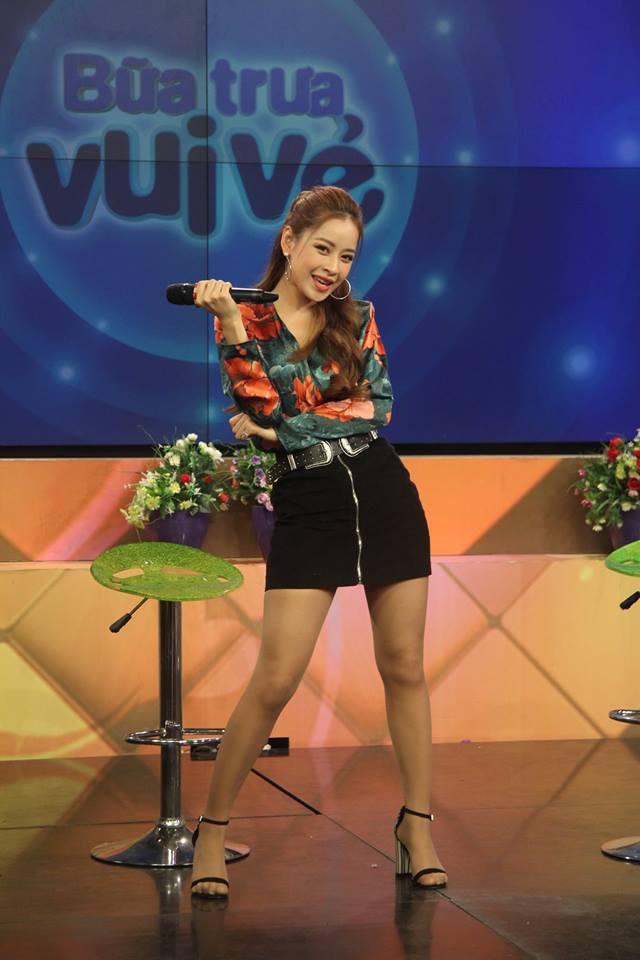 Chi Pu vừa hát live, vừa quẩy tưng bừng Từ hôm nay trên sóng truyền hình - Ảnh 1.