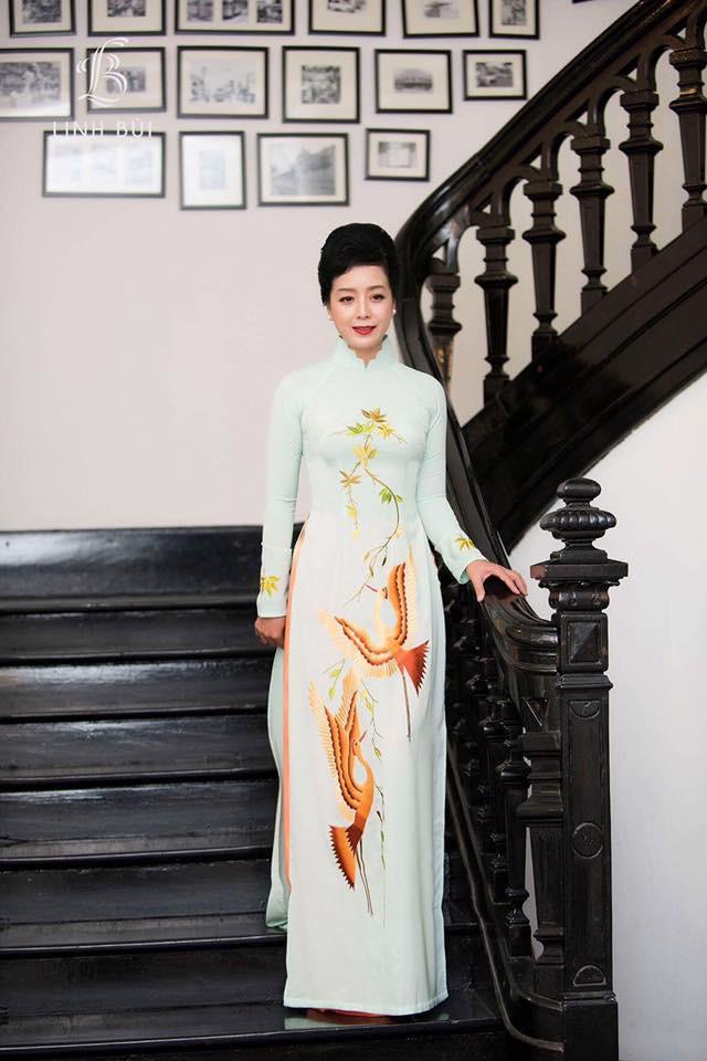 NSƯT Chiều Xuân tiết lộ lý do thích diện áo dài trong các sự kiện lớn - Ảnh 2.