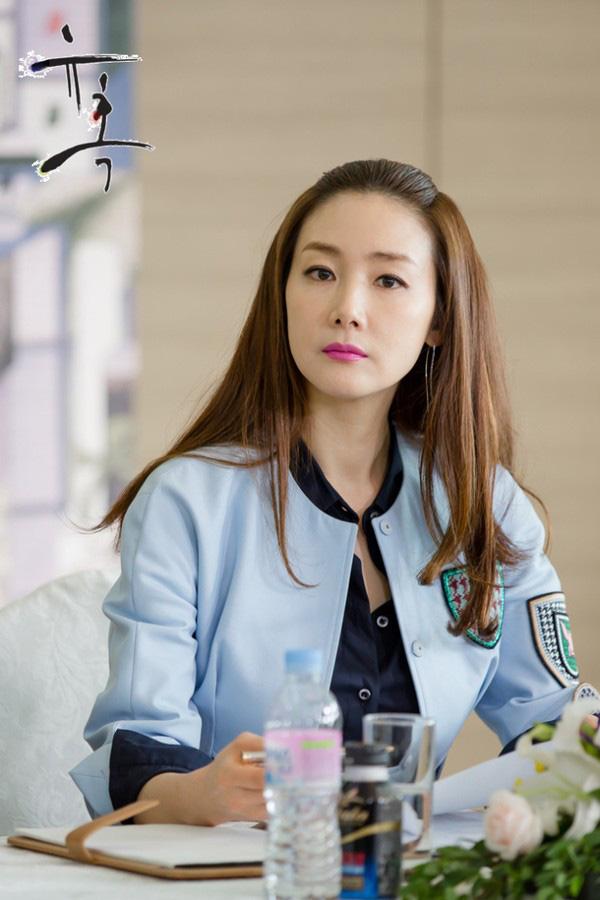 Choi Ji Woo lọt Top sao ăn mặc sành điệu nhất xứ Hàn - Ảnh 2.