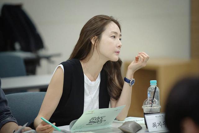 Choi Ji Woo lọt Top sao ăn mặc sành điệu nhất xứ Hàn - Ảnh 3.