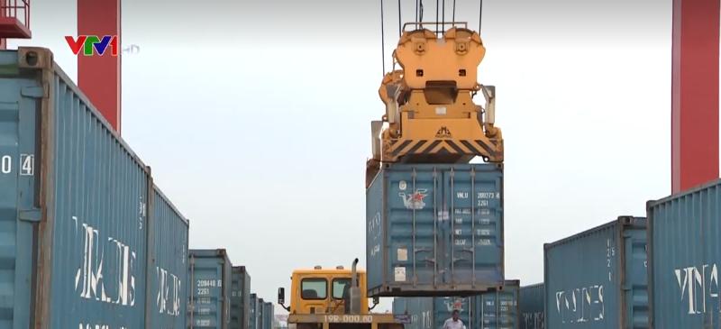 Khai thác tuyến vận tải container đường thủy đầu tiên ở phía Bắc
