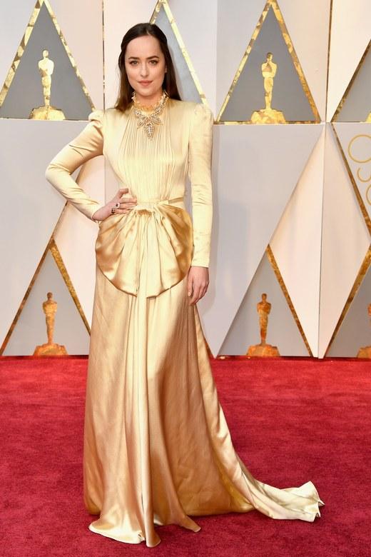 Cuộc chiến trang phục thảm đỏ tại Oscar - Ảnh 16.
