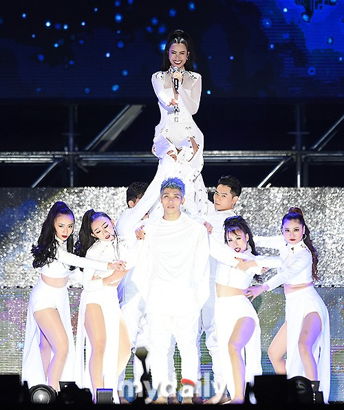 Đông Nhi được báo Hàn khen ngợi hết lời tại Asia Song Festival 2017 - Ảnh 5.