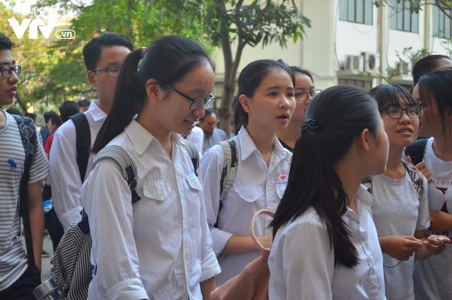 Hàng nghìn thí sinh bước vào kỳ thi tuyển lớp 10 THPT chuyên Ngoại ngữ - Ảnh 5.