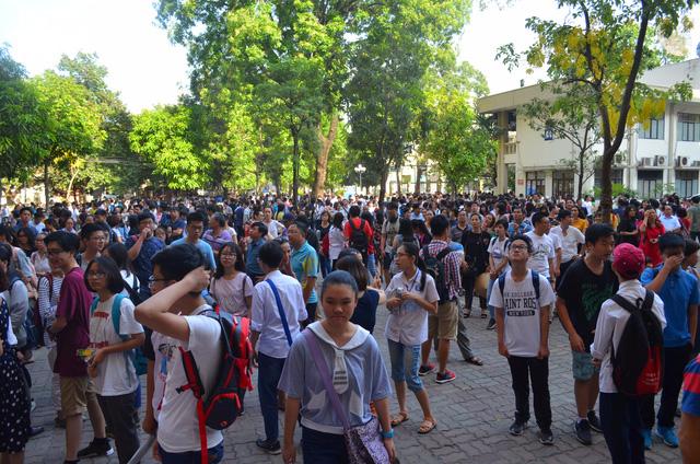 Hàng nghìn thí sinh bước vào kỳ thi tuyển lớp 10 THPT chuyên Ngoại ngữ - Ảnh 6.