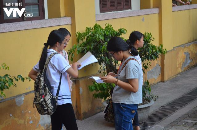 Hàng nghìn thí sinh bước vào kỳ thi tuyển lớp 10 THPT chuyên Ngoại ngữ - Ảnh 7.