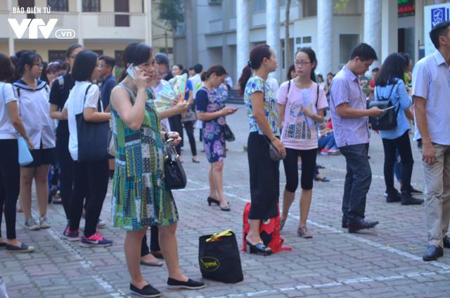 Hàng nghìn thí sinh bước vào kỳ thi tuyển lớp 10 THPT chuyên Ngoại ngữ - Ảnh 12.
