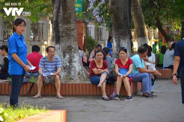 Hàng nghìn thí sinh bước vào kỳ thi tuyển lớp 10 THPT chuyên Ngoại ngữ - Ảnh 14.