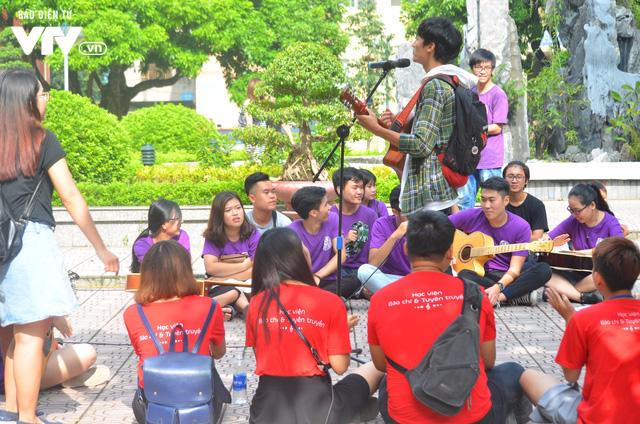 Nhiều trường Đại học chào đón tân sinh viên nhập học - Ảnh 3.
