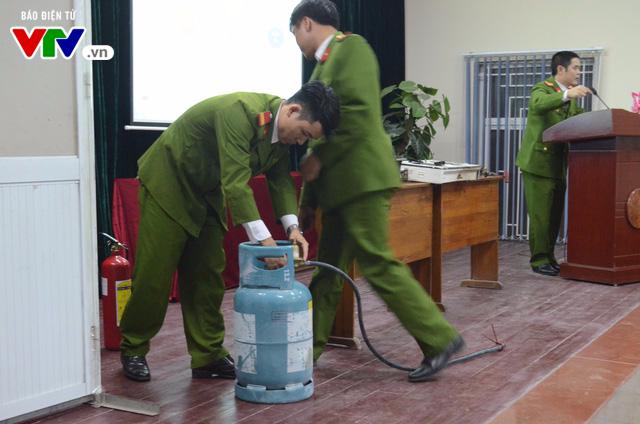 Hiểm họa cháy, nổ từ khí gas do sự chủ quan, thiếu hiểu biết của người sử dụng - Ảnh 1.