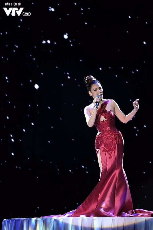 Chào 2018: Hồ Quỳnh Hương đẹp như một nữ hoàng - Ảnh 1.