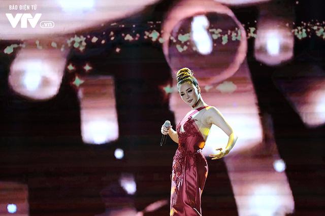 Chào 2018: Hồ Quỳnh Hương đẹp như một nữ hoàng - Ảnh 6.