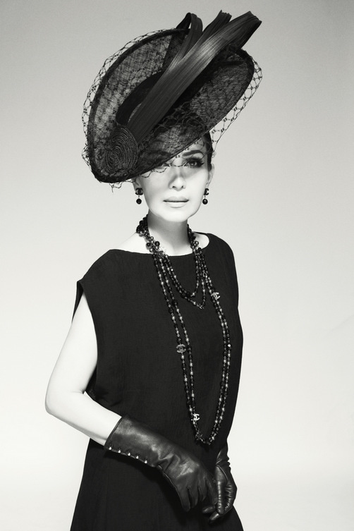 Nữ hoàng ảnh lịch Diễm My quý phái trong bộ ảnh đen trắng - Ảnh 3.