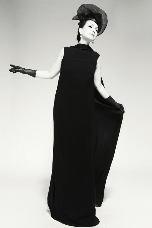 Nữ hoàng ảnh lịch Diễm My quý phái trong bộ ảnh đen trắng - Ảnh 6.