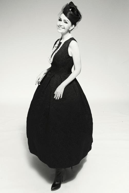 Nữ hoàng ảnh lịch Diễm My quý phái trong bộ ảnh đen trắng - Ảnh 4.