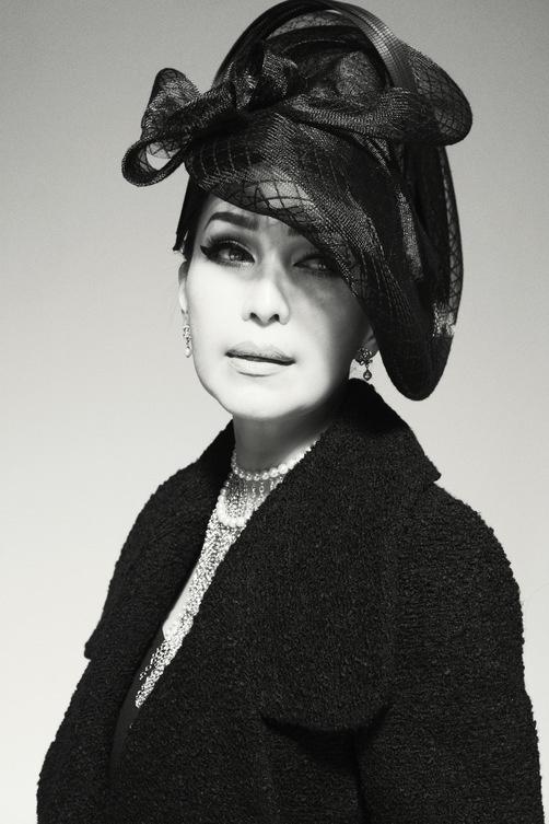 Nữ hoàng ảnh lịch Diễm My quý phái trong bộ ảnh đen trắng - Ảnh 2.
