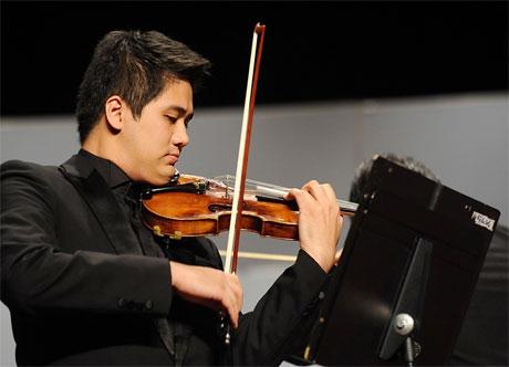 Nghệ sĩ Bùi Công Duy độc tấu 4 bản concerto nổi tiếng - Ảnh 1.
